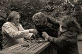 Ж. Депардье работает над своим скульптурным портретом вместе со скульптором!