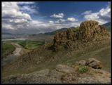 По небу облака бредут, как бедуины,Неспешно протекает Селенга...И только скалы, словно крепостей руины,Застыли, охраняя берега...-------------------------------------------На берегу реки Селенга. Бурятия.