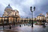 Вопреки распространенному мнению, что за бугром все лучше, чем у нас, даже погода, в Париже тоже случаются дожди... Правда он от этого становится только лиричней и загадочней...(©A.Neshin)