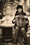 портрет старость музыка улица город настроение
