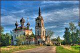 Очень колоритная заброшенная церквушка в окрестностях Углича (по пути в Ростов). Не мог проехать мимо...
