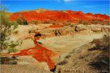 Красные горы (Казахстан, 350 км на восток от Алма-Аты). Эти глиняные горы насыщены окислами железа, оттого, видимо, и кровавый цвет.