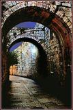 Снято в Иерусалиме,в Старом городе,этим стенам и мостовой три тысячи лет.