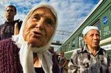 Поезд Москва - Керчь, остановка в Курске вагон бабки