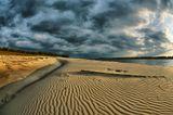 ...могучая сибирская река Обь ...перепад воды весна-осень иногда бывает до 11  метров ...осенью когда основной поток воды уходит к Карскому морю обнажается русло реки в виде огромных песчаных кос ...