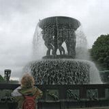 Дождь в парке скульптур Вигеланда, Осло.
