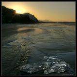 И льдинки, словно откровения Зимы,Застыли на поверхности реки...------------------------------Зимний вечер на реке Селенга. Бурятия.