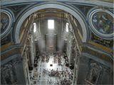 """Из-под купола собора Святого Петра в Риме...(лифт, плюс 320 ступеней пешком) – там, кроме выхода на крышу, есть выход на галерею,находящуюся внутри под куполом...Размеры этого храма впечатляют- максимальная длина 211м, высота 138 мИнтересный факт:""""Расходы на строительство оказались столь велики, что для покрытия их папе Льву X пришлось за большую сумму денег передать право распространять индульгенции Альбрехту Брандербургскому. Злоупотребления индульгенциями в немецких землях вызвали протест Лютера, Реформацию и последующий раскол Европы.Приятного просмотра..."""