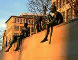 Фото выполнено в Берлине, Восточная часть, 11 Января 2009Скульптура, группа, бронза, набережная, город, загар, взгляд, дети