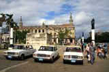 """Сюжет, друзья, возник как бы сам по себе, когда в центре Гаваны, на площади возле Капитолия, увидел три наших родных """"семёрочки"""" :))"""