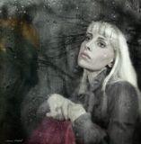 Капли на лице - это просто дождь, а может плачу это я...Дождь очистил все и душа захлюпав, вдруг размокла у меня.Потекла ручьем прочь из дома к солнечным некошеным лугам.Превратившись в пар, с ветром полетела к неизведанным мирам...Ю. Шевчук