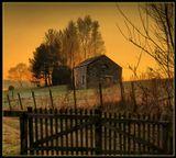 Закат – прекрасное явленье,Его уж нет, но на мгновеньеЛучсолнца землю осветилИ вот исчез... И нет уж силЕму бороться с облаками,Борясь он днями и веками,Устал, уснул... но утром вновьПрольется солнечная кровь...
