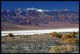 Долина СмертиКалифорния- исправлено -Спасибо Алексею (Alexey Kartyshov) за замечательный комментарий к первой редакции! Об обманчивости прекрасной долины.Которая изнуряет путников сушью, а затем сносит их внезапным бурлящим потоком.А наутро от потока - лишь белая соль...