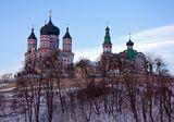 На южной окраине Киева находится живописная лесная окрестность, называемая Феофания. Среди прочих достопримечательностей, имеется там Свято-Пантелеймоновский Женский Монастырь с несколькими целительными источниками возле него.
