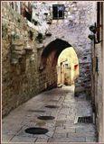 Этим стенам не одна сотня лет,а вот за аркой,относительно новые постройки.