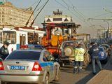 Москва. Поклонная гора. Внимание! Работают эвакуаторы! Кстати, машины там никому не мешают - дорога широкая...