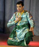 Репортаж с концерта индийского классического танца Танцует Гуру Ашвани Нигам  После концерта он сказал, что самый оптимальный возраст для начала занятия танцем это 50 лет, потому что человек к этому времени набирает достаточно жизненного опыта и мудрости, и сможет донести глубокие чувства до сердец зрителей сидящих даже на последнем ряду.