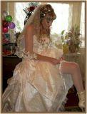 Подготовка к свадьбе.. последние штрихи.. через пару минут явится жених...