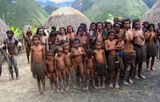 Западный папуа, деревня аборигенов.