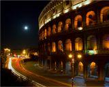 """Вообще-то мне повезло: я видел восход полной луны над Колизеем. Снимал со штаива с диафрагмой 22, как и  должно было, получились лучики, но правильно снятую луну """"вшопливать"""" не стал, по-моему лучистая луна придаёт снимку своеобразие :)"""