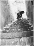 """Ступенька лестницы никогда не предназначалась для отдыха,а лишь для того, чтобы дать опору ноге человека для поднятия на новый уровень.""""Т. Хаксли"""
