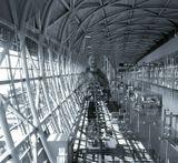 или Новый Гулливер:) Снято в аэропорту Кансай (Осака), уникальном сооружении построенном на искусственном острове...