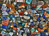 Реальные осколки кафельной плитки, исписанные и благополучно наклеенные молодёжью на набережной реки Оби. (со стороны самой реки, если спуститься к воде)