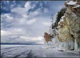 Чивыркуйский залив на Байкале в марте месяце. Летом только на лодке можно рассматривать берега с этой точки, а сейчас метровой толщины лед...