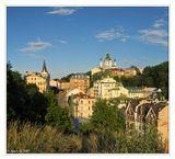 """Киев, Подол. Слева замок Ричарда """"Львиное сердце"""", справа Андреевская церковь"""