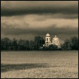 Церковь, осень, стая птиц
