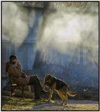 шесть часов утра. впереди трудовой день, почему не посидеть, не набраться сил, покурить.