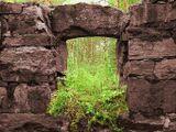 Развалины довоенного финского дома на Ладоге
