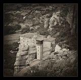 Время создания монастыря Русану (греч. Μονή Ρουσάνου) или Арсани (греч. Αρσάνη) и происхождение его названия доподлинно неизвестны. По одной версии основателем монастыря был некий Русанос, выходец из местечка Росана. По другим неподтвержденным источникам монастырь был основан в 1288 году иеромонахами Никодимом и Бенидиктом. Точно известно, что в 1545 году по разрешению митрополита города Ларисы Виссариона и игумена монастыря Великого
