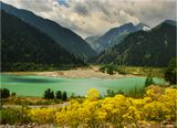 Озеро Иссык. Хребет Заилийский Алатау.