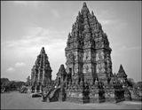 В Индонезии ,на острове Ява , находится храмовый комплекс Прамбанан, который был построен в IX-X веках. На каменных барельефах храма изображены сцены из индийского эпоса. Весь комплекс был построен без использования какого-либо связующего раствора, камни особым способом подогнаны друг к другу.