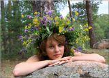 Девушка с венком из цветов в сосновом борупортрет,девушка,лето
