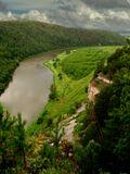 Неповторимые ландшафты Южного Урала украшают извилистые реки. Река Юрюзань - прекрасный маршрут для несложного путешествия по воде.