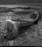 """Продолжение серии о лодках Кына, начатой в http://www.lensart.ru/picture-pid-22a05.htm?ps=c. Рискую утомить повторениями, но """"кын"""" на коми-пермяцком - холодный, мерзлый. Вот так я объясняю для себя столь бережное отношение к этому транспортному средству. Абсолютно ничего постановочного. Пока там был, эта лодка имела такой вид... Приятного просмотра ....!!! ;-)"""