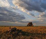 """N 48°34'03.59""""E 70°23'48.49""""МАЗАР — (араб. место паломничества, поклонения) место, почитаемое мусульманами как святое; обычно гробница или могила с возведенным над нею сооружением."""