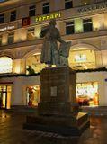 памятник Первопечатнику Федорову в окружении исконно русских названий (под ним еще Bentley и иже с ним)...