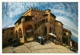 ... путешествуя по маленьким итальянским городкам ...