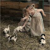 Приехали мы на хутор малину собирать. Слышим тявканье весёлое. Подходим ближе, а там пять симпатяшек играются. Дети сразу о малине забыли и к щенятам побежали. Вот радости-то было!!!