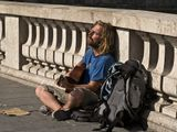 Он сидел на мосту в Париже и пел песню, аккомпанируя себе на гитаре, свободный человек, утверждающий свою собственную систему норм и ценностей...