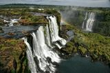 Вид со смотровой вышки со стороны Бразилии. фрагмент покрупнее живёт здесь http://www.lensart.ru/picture-pid-225ff.htm :-))