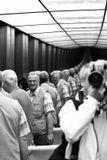 НеПараллельные, изогнутые плоскости зеркальных стен лифта, нагруженного 20 человеками... Вот такой изгибец... по-Лобачевскому и его геометрии... чего только не встречается в жизни. Берлин. Рехстаг.