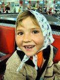 """Эту девочку я увидела на Курском вокзале и она мне напомнила девочку с шоколадки """"Алёнка"""". Не смогла пройти мимо и попросила разрешения сфотографировать её."""