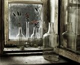 """Маленькая история из жизни моего детства. Моя бабуля ставила на окно бутылочки с сухоцветами....так она его украшала. Бутылочки собирались целый год, это и из под одекалона """"Красная Москва"""",( к сожалению его не нашла) и разные стекляшки из под винных напитков . ...шел дождь,  девочка садилась у окна  смотрела на высохшие цветы и вспоминала летний,цветущий сад. ( а еще можно прибавить ,что по дому растекался запах пирогов с капустой!!!:))) )"""
