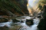 Река, скалы.