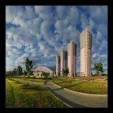 Москва, Ходынский бульвар. iso100 18мм f/11 1/125с, 14 вертикальных кадров в два ряда.