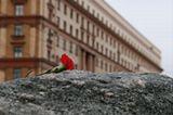 30 октября в России - день памяти жертв политических репрессий.МоскваЛубянкаСоловецкий камень30 октября 2009.полностью репортаж можно посмотреть здесь:http://my.opera.com/maribur/albums/show.dml?id=943747